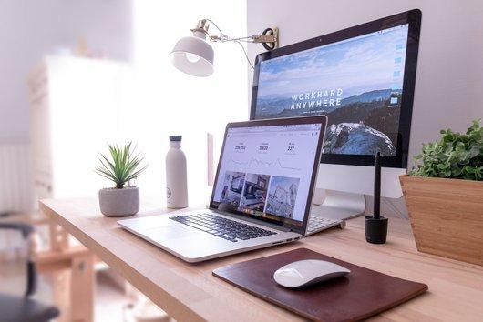 Webseite erstellen: PC und Laptop